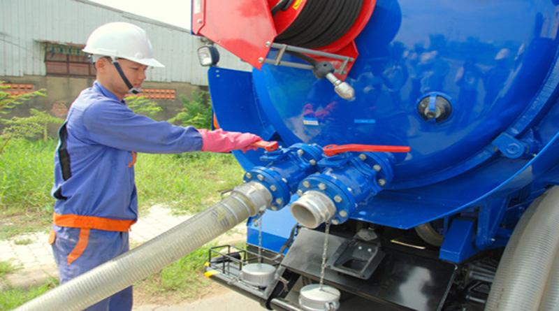 Dịch vụ rút hầm cầu quận 3 siêu sạch của công ty vệ sinh môi trường 365 với máy móc, công nghệ hiện đại, đội ngũ nhân viên lành nghề có nhiều kinh nghiệm. Cam kết chất thải được sử lý sạch sẽ đúng nơi quy định, chi phí rẻ, bảo hành dài hạn, không đục phá và làm việc liên tục 24/24h.